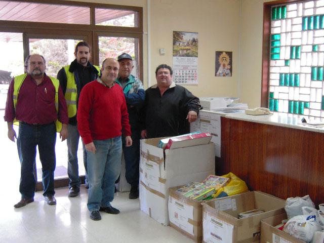 Cemex reúne mil kilos de comida y más de 1.200 de ropa, juguetes y libros