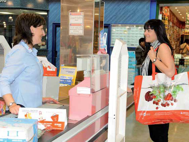 87 millones de bolsas de plástico ahorrará Eroski gracias a la bolsa reutilizable que ofrece en sus hipermercados: Distribución