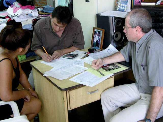 El gran reto de las microfinanzas: [Cómo mantener el compromiso social y el crecimiento económico]