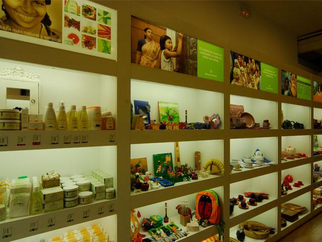 Intermón Oxfam renueva su concepto de tiendas de comercio justo