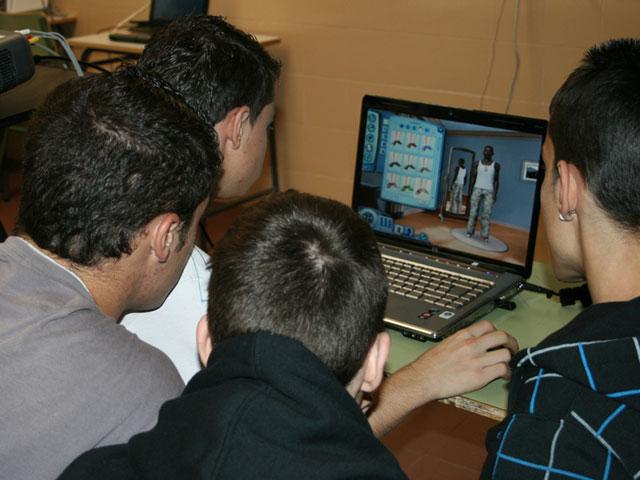 Más del 90% de los adolescentes piensan que es posible aprender usando videojuegos en las aulas