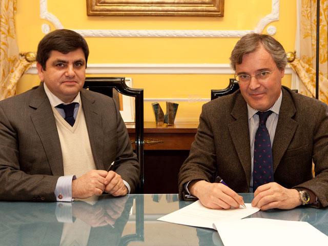 Acuerdo entre IE University y Fundación Revista Haz
