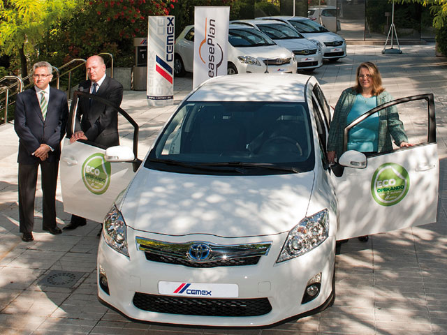 Cemex actualiza su flota comercial con vehículos híbridos