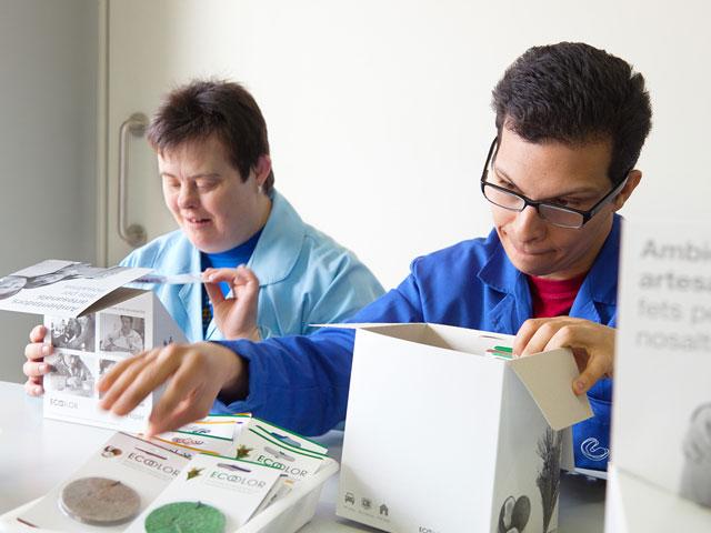 Fupar Unnim lanza el primer ambientador de papel reciclado elaborado por un centro de discapacitados