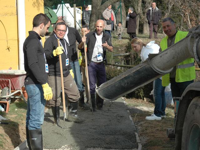 550 directivos de Danone dedicaron su jornada outdoor a recuperar las dotaciones públicas de Avià