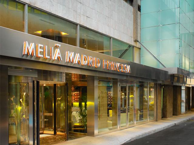 Meliá firma un contrato con Endesa para utilizar energía de origen 100% renovable