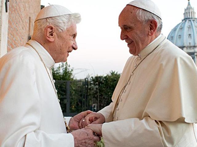 Lo que los CEO deberían aprender de los papas Benedicto XVI y Francisco