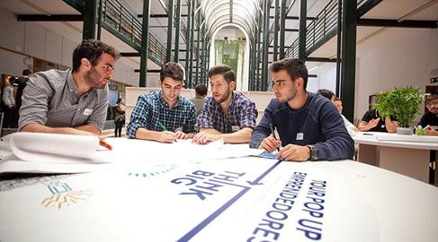 Jóvenes emprendedores presentan 770 ideas sociales innovadoras para mejorar el mundo