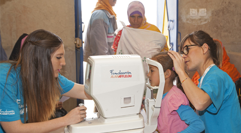 Voluntarios de la Fundación Alain Afflelou donan más de 300 gafas graduadas en Marruecos