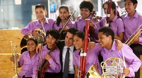 Tecnología y música, unidos para la inclusión educativa de niños de escasos recursos en 'Sinfonía Digital'