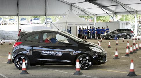 Ford ofrece a 900 jóvenes cursos para mejoras sus habilidades en la conducción