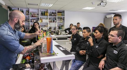 Diageo apoya la inclusión laboral de los jóvenes con formación en hostelería