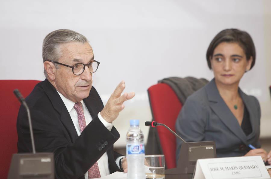 <p>José María Marín Quemada, presidente de la Comisión Nacional de los Mercados y la Competencia (CNMC), junto a María López Escorial, presidenta de la Fundación Compromiso y Transparencia.</p>