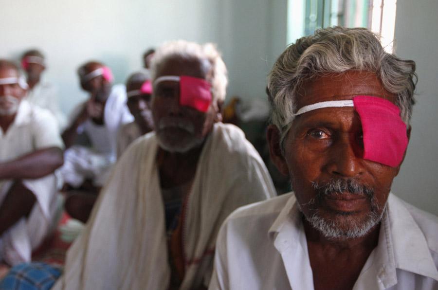 <p>Aravind Eye Care System opera cataratas con la misma calidad, pero diferente precio según la economía del paciente.</p>