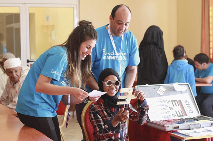 La Fundación Alain Afflelou revisa la vista a 800 personas sin recursos en Semana Santa