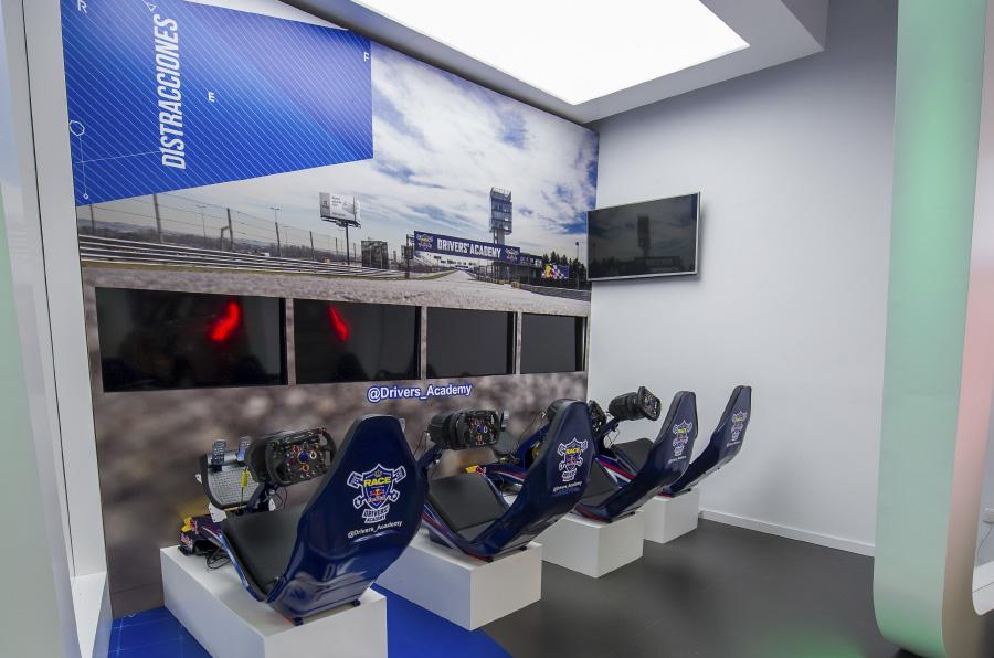 <p>Drivers´Academy, del RACE y Red Bull, dispone de simuladores, además de clases teóricas y prácticas de conducción en circuito real.</p>