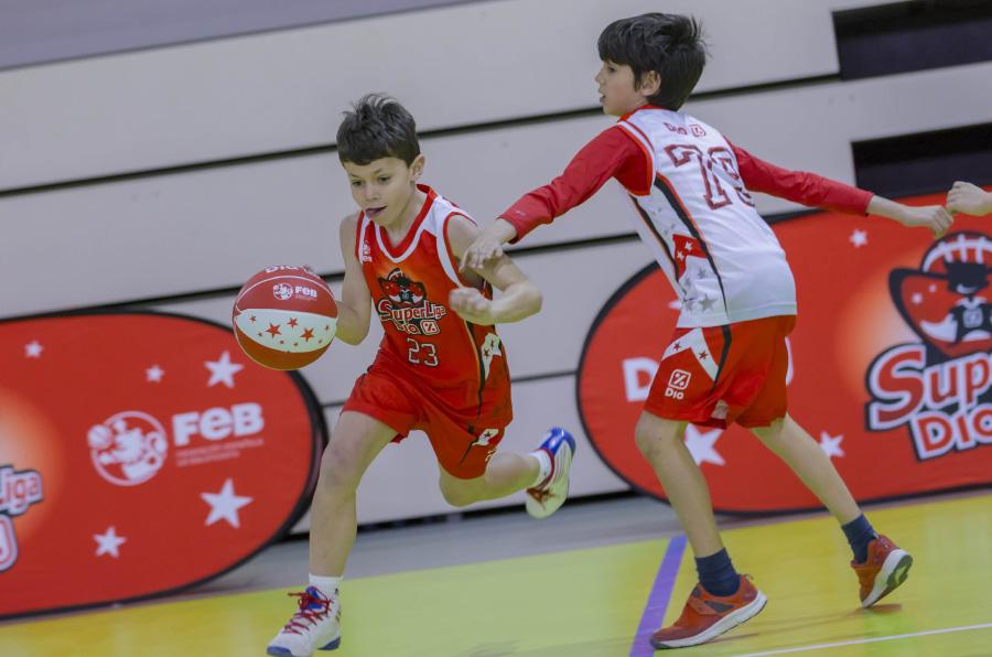 Dia y la FEB llevan la práctica y valores del baloncesto a los colegios