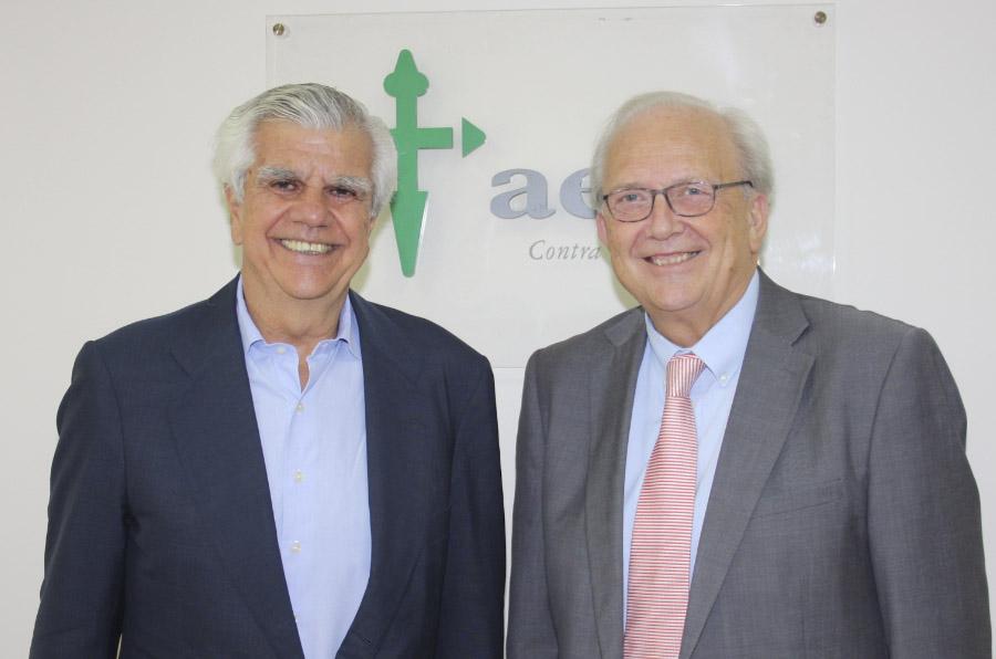 <p>Ignacio Muñoz, presidente de la AECC, y Carlos Camps, presidente de Aseica.</p>
