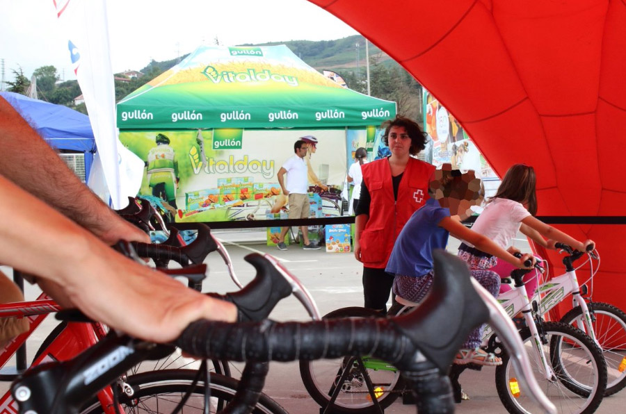 Carrefour se compromete con la infancia en riesgo de exclusión durante la Vuelta Ciclista