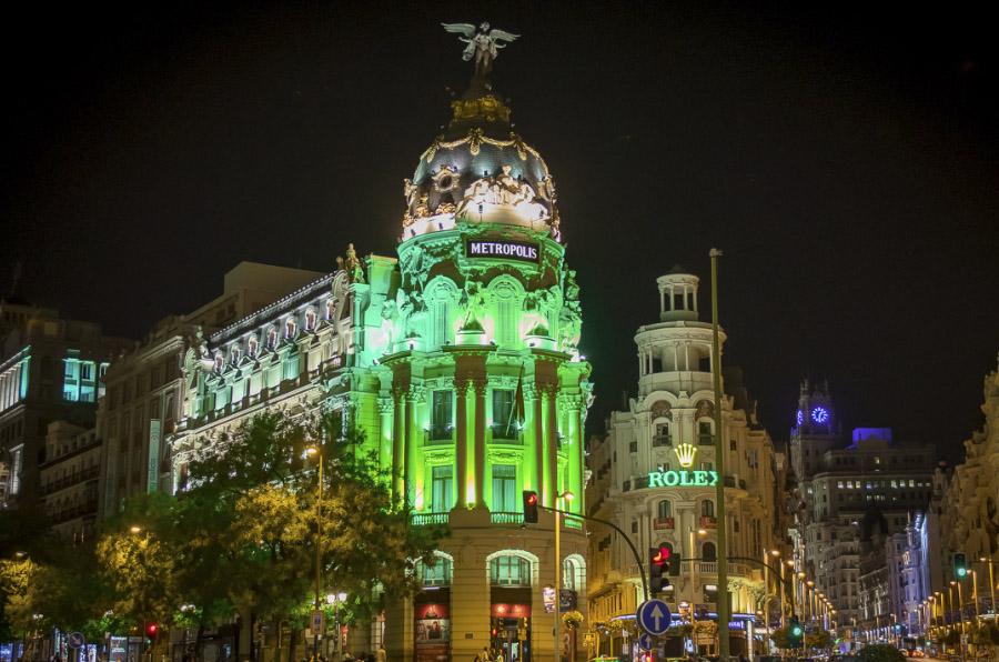 Edificios emblemáticos de Madrid se visten de 'verde constancia' contra las drogas