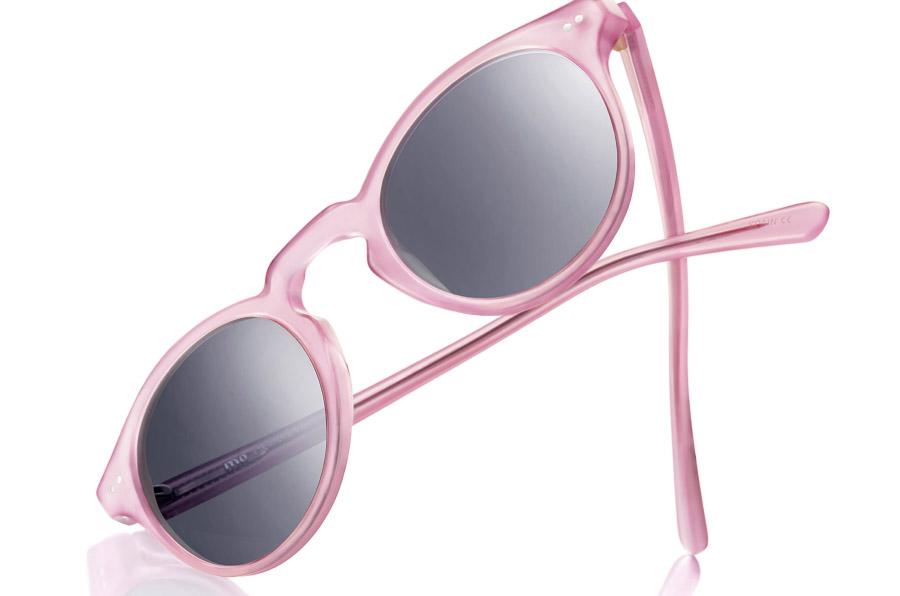 <p>Multiópticas ha creado una edición limitada de gafas bajo el lema 'Mirar de frente al cáncer de mama'.</p>