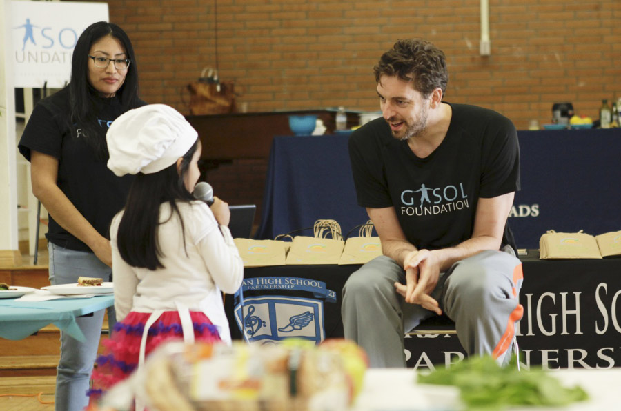 <p>Pau Gasol durante una actividad de su Fundación.</p>