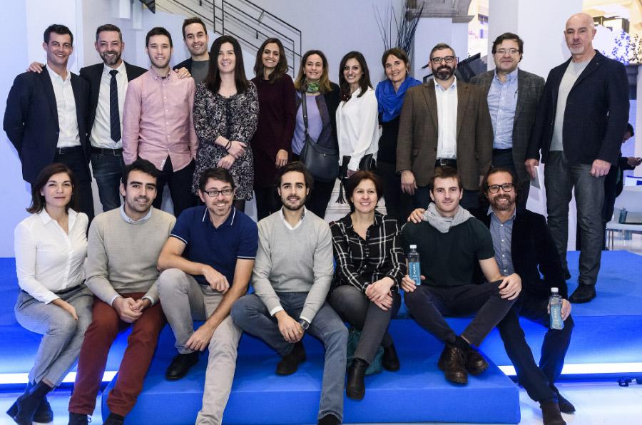 <p>Foto de familia de los emprendedores participantes en la edición 2017 de BBVA Momentum España. </p>
