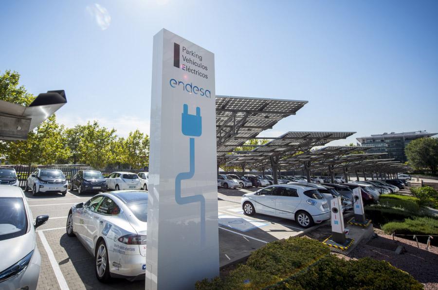 Un 6% de los empleados de Endesa cuentan con coche eléctrico particular