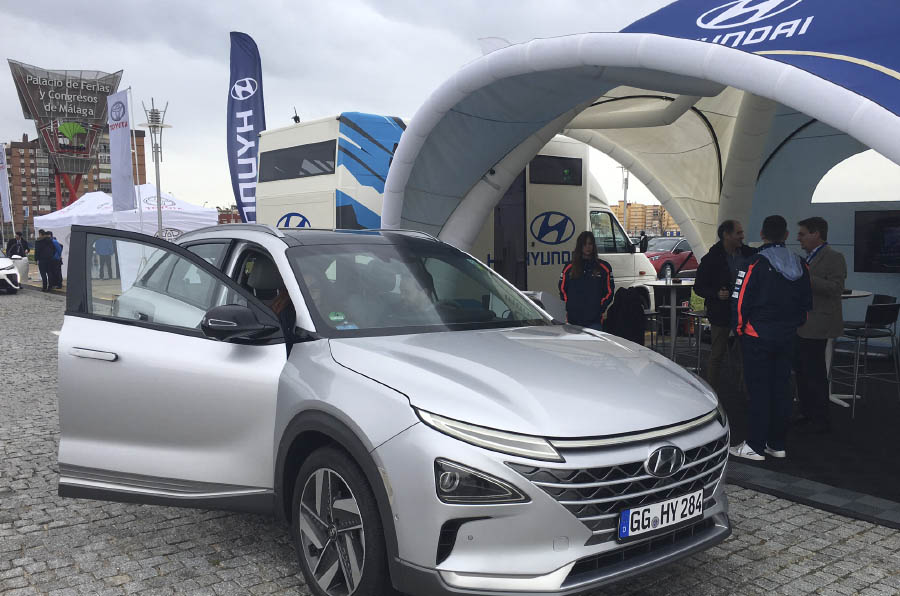 <p>Hyundai acaba de presentar su modelo de coche de hidrógeno: Nexo.</p>
