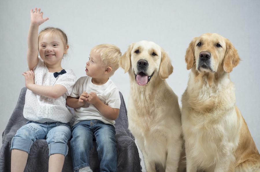 Zoetis, F. Adecco y Yaracan llevan la terapia con animales a tres centros educativos de Madrid