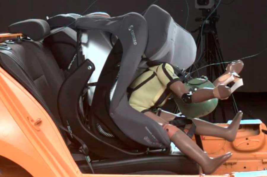 Race analiza las sillas de ni os para coche m s seguras y for Silla de seguridad coche