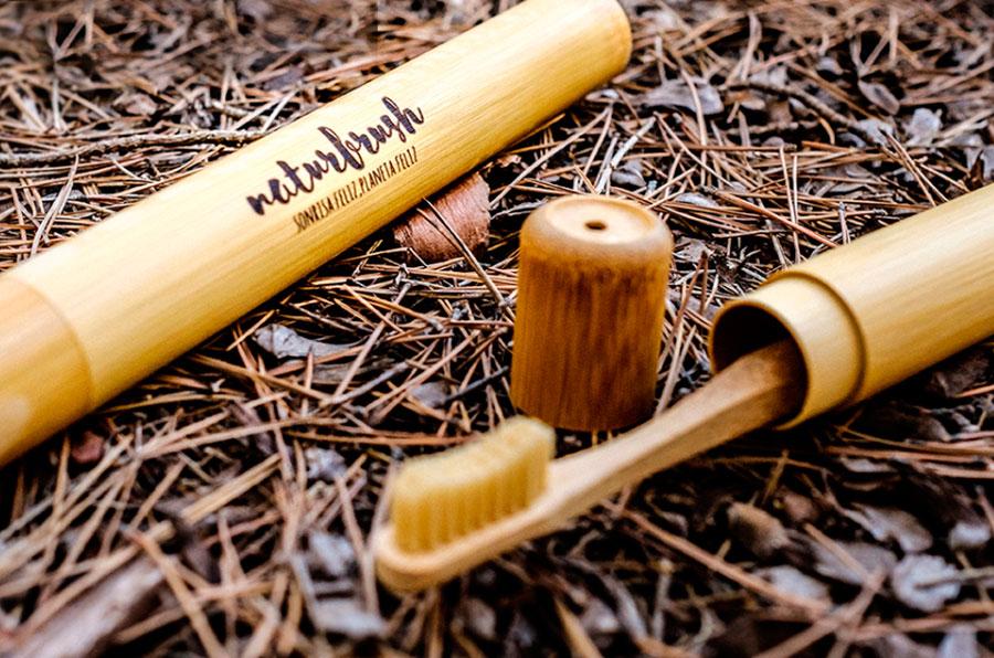 <p>Cepillo de dientes de bambú de Naturbrush.</p>