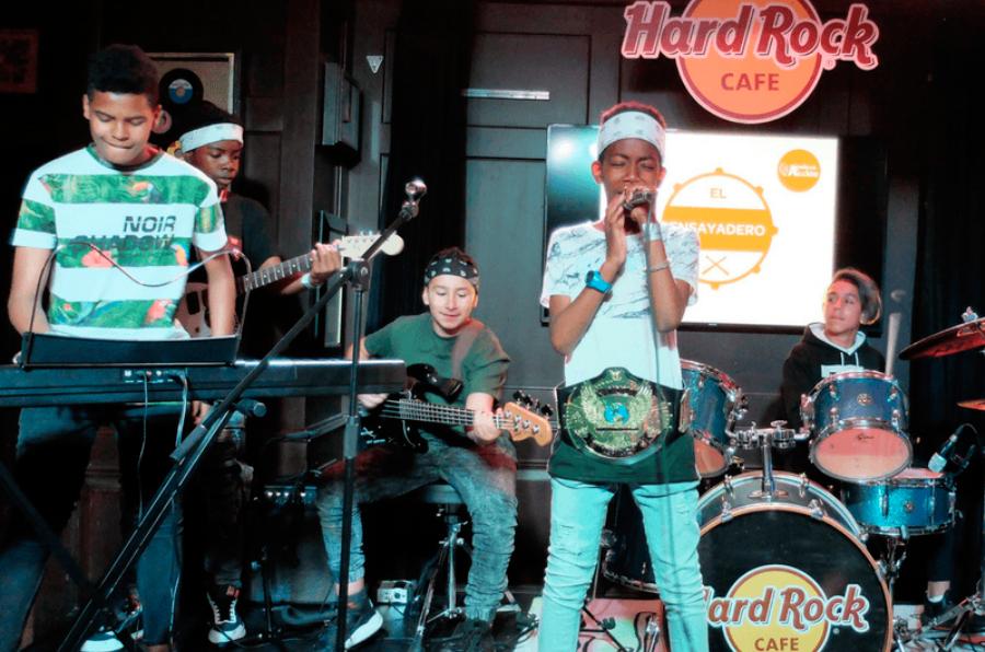 Jóvenes en riesgo de exclusión social se agarran a la música en 'El Ensayadero'