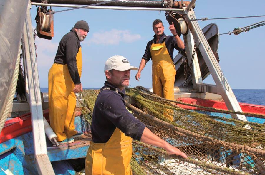 Andalucía se une al proyecto que recupera basura marina y la convierte en hilo