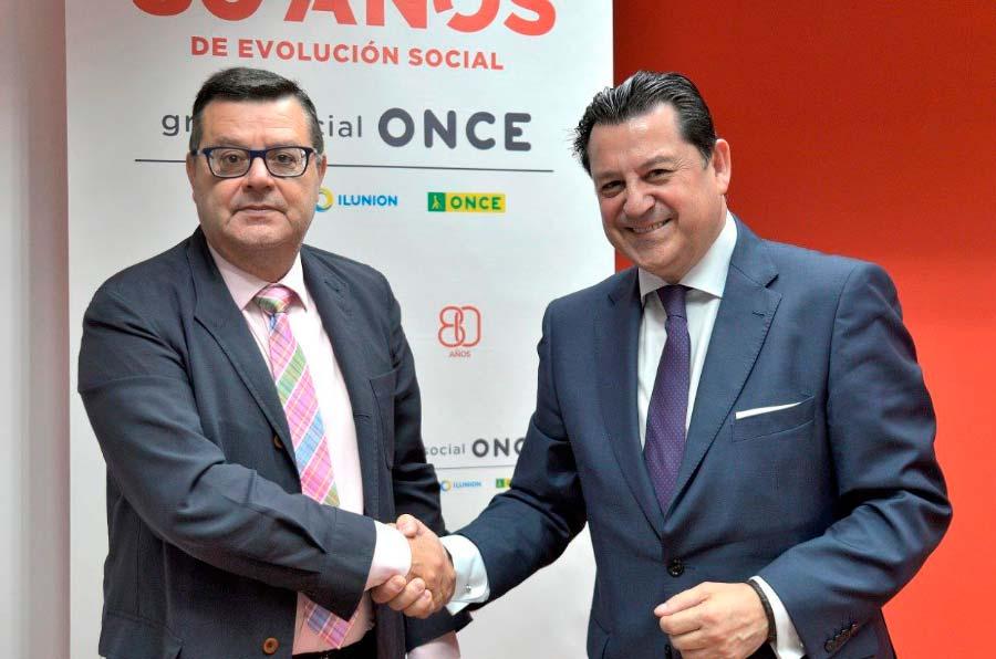 <p>José Luis Martínez Donoso, director general de la Fundación Once, y Manuel Pinardo Puerta, director general de Recursos Humanos de El Corte Inglés durante la renovación del convenio Inserta.</p>