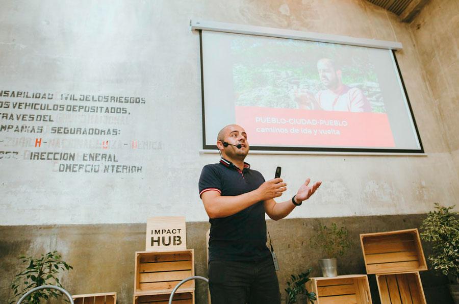 <p>Sebastián Molina, fundador de Tomates Felices, en su intervención en las jornadas organizadas por AlmaNatura.</p>