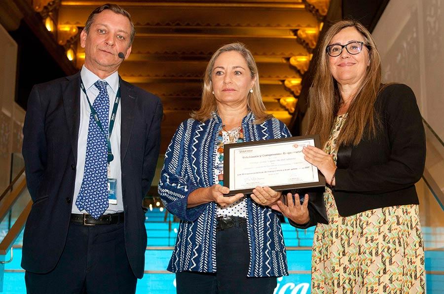 <p>Eduardo Puig de la Bellacasa, Telefónica, Cristina Sancho e Isabel Alonso, miembros del Comité de Gobierno Corporativo y coautoras del proyecto.</p>