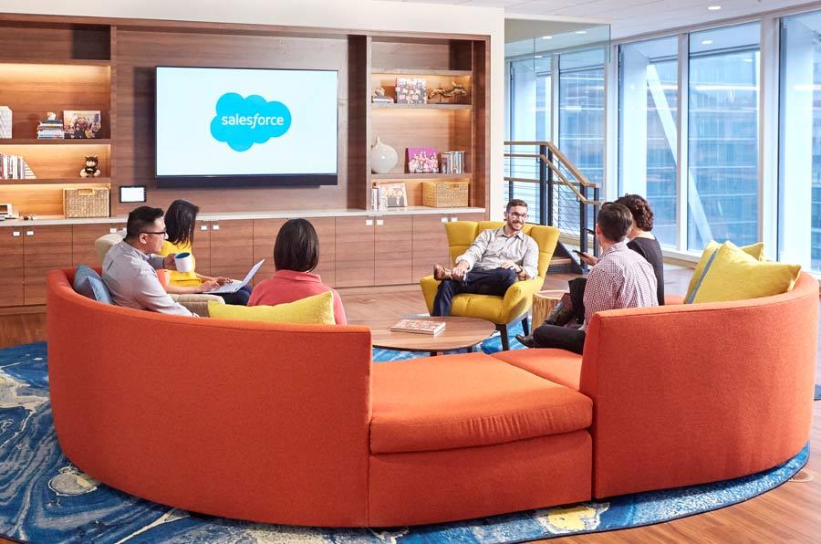 <p>Sala social de la Salesforce Tower.</p>