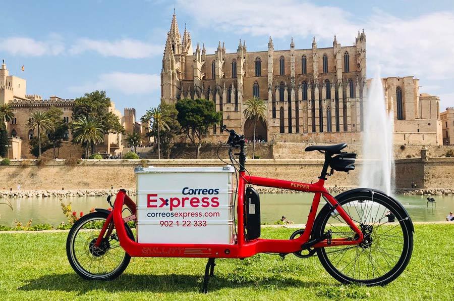 <p>Correos Express incluye repartos realizados con medios de transporte sostenibles en su programa 'Mares'.</p>