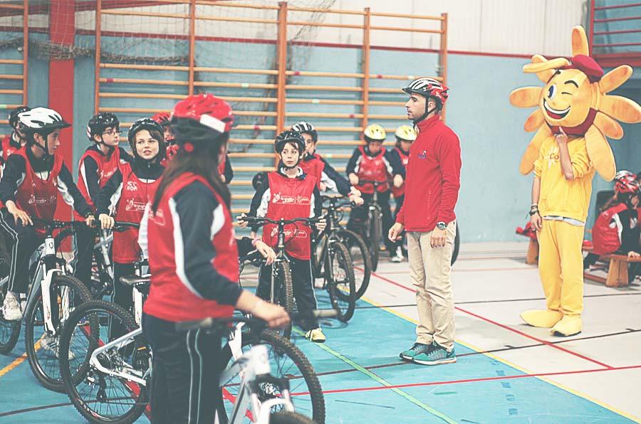 <p>Cofidis organiza las Aulas Ciclistas, preludio de La Vuelta Junior Cofidis, en colaboración con la Fundación Deporte Joven del Consejo Superior de Deportes (CSD), La Vuelta Ciclista a España y la Asociación de Ciclistas Profesionales (ACP).</p>