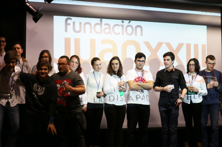 Alumnos con y sin discapacidad aprenden robótica y programación y su uso social