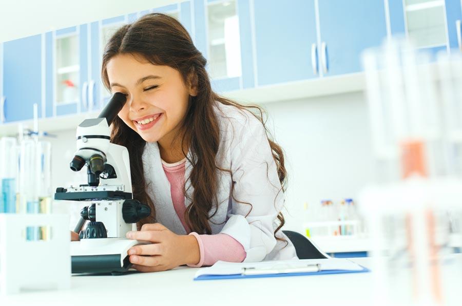 Solo 3 de cada 10 investigadores científicos en el mundo son mujeres