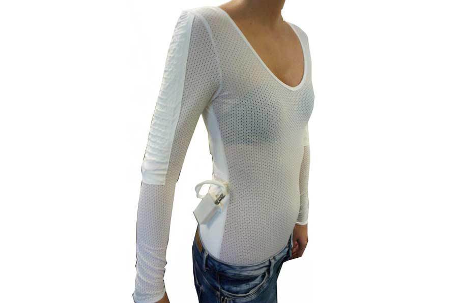 Crean una camiseta 'inteligente' que corrige la postura y evita lumbalgias