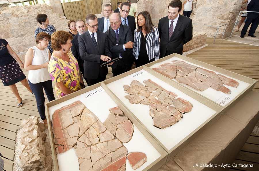 <p>Visita de AntonioBrufau, presidente de Rapsol, a El Molinete.Foto: J. Albaladejo/Ayto Cartagena.</p>