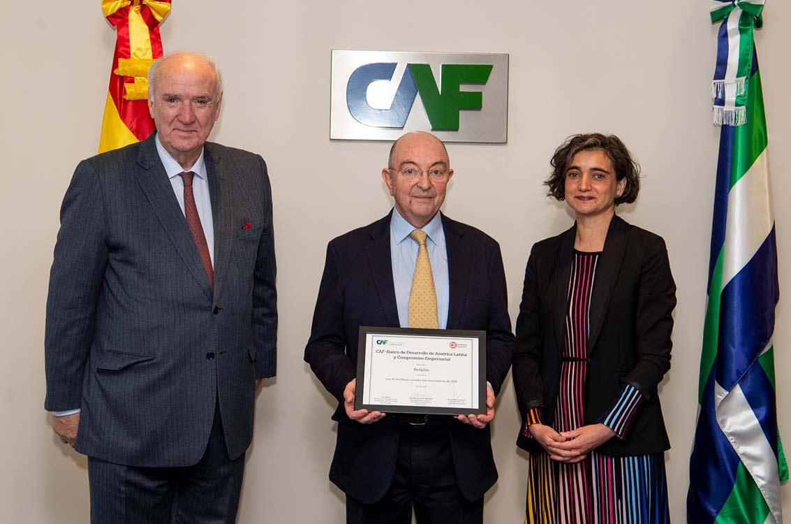 <p>José Antonio García Belaunde, representante de CAF en Europa; Rafael Cámara, socio fundador de Plusindes, creador de Retiplus, y María López Escorial, presidenta de Fundación Haz, entidad editora de 'Revista Haz'.</p>