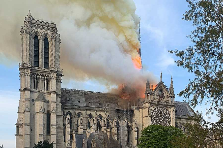 Lluvia de millones 'solidarios' sobre Notre Dame