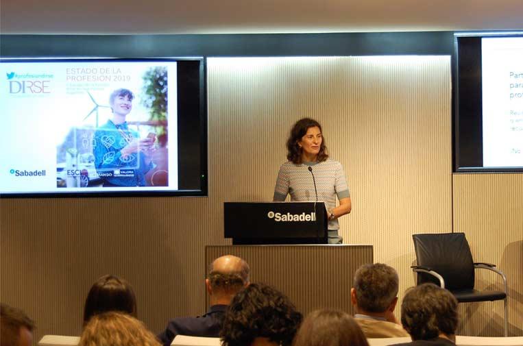 <p>Elena Valderrábano, presidenta de DIRSE, en el cierre del acto</p>