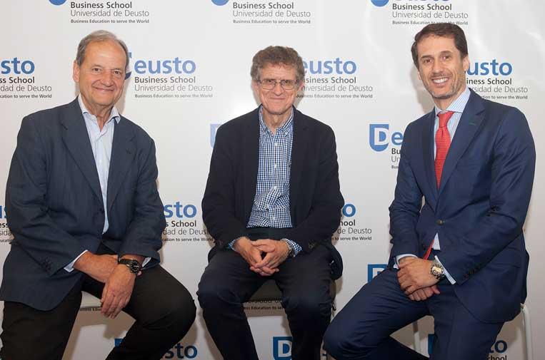 <p>Luis Carbonero Zalduegui y José Miguel Roca Chillida, coautores del informe, y Alejandro Vigil, presidente de la Fundación Selectiva.</p>