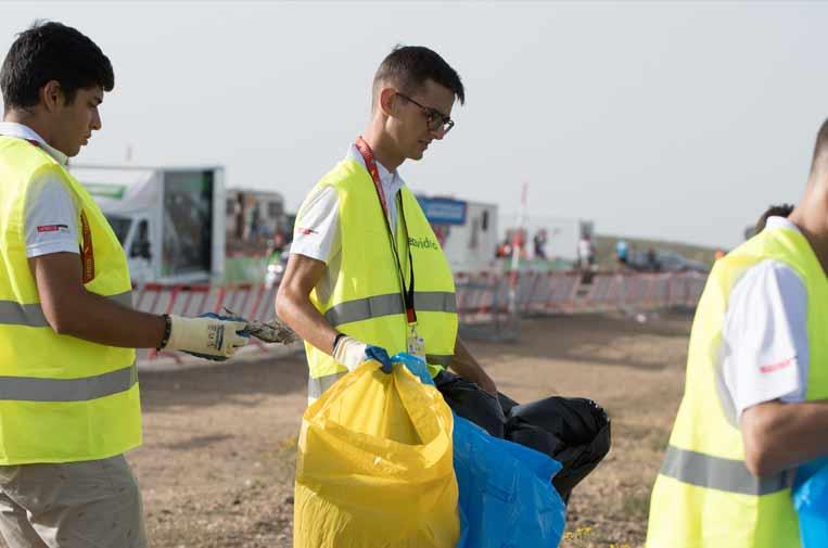 <p> 'Ciclismo verde' recogió 300 kilos de residuos en la pasada Vuelta junto a Ecovidrio.</p>