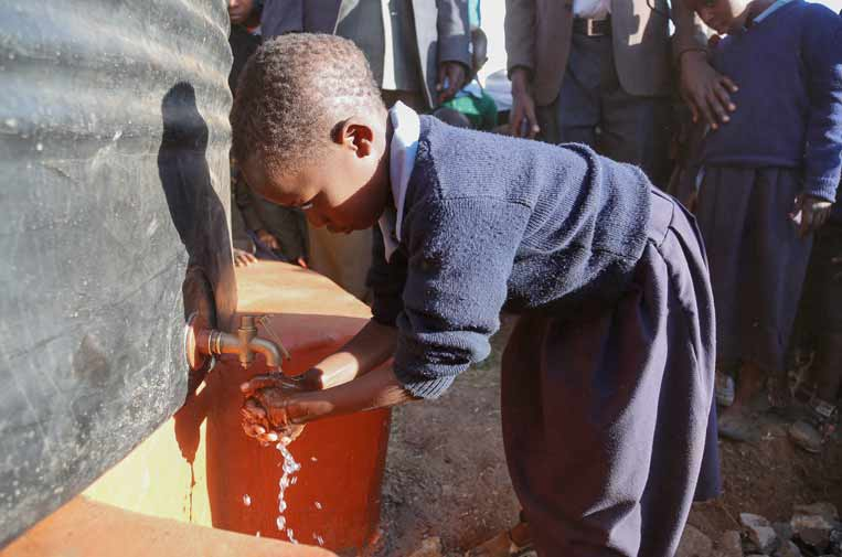 <p>Programa de Safaricom Foundation de abastecimiento de agua a una escuela.</p>